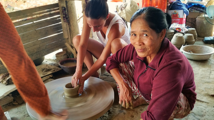 shaping a bowl in Thanh Ha pottery village